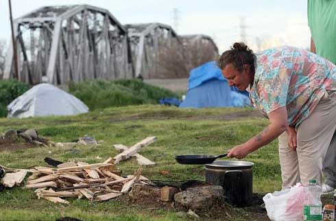 Cooking food in a tent city